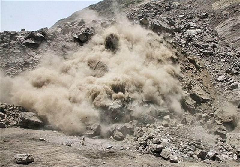ریزش کوه در بلوار جمهوری شیراز موقتا کنترل شد