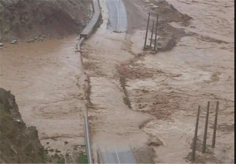 راه ارتباطی 80 روستای شهرستان کوهدشت همچنان قطع است