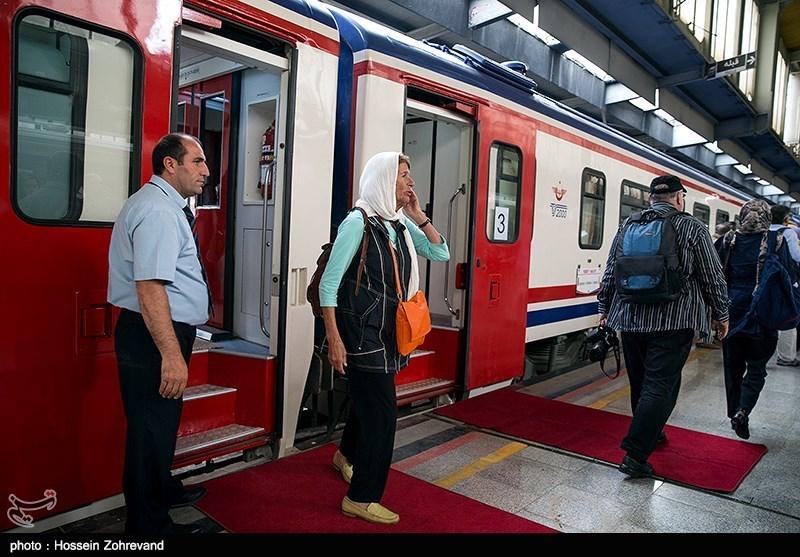 قطار گردشگری هزار و یک شب وارد مشهد مقدس شد