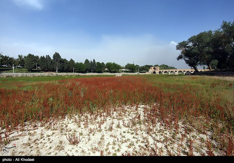 قطع جریان آب زاینده رود - اصفهان