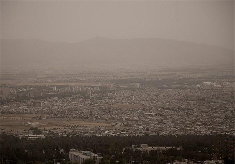 کاهش دید ناشی از گرد و غبار در مناطق مرکزی و شرقی استان کرمانشاه