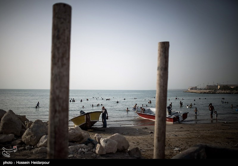 روزهای گرم بوشهر و شنا در ساحل جفره