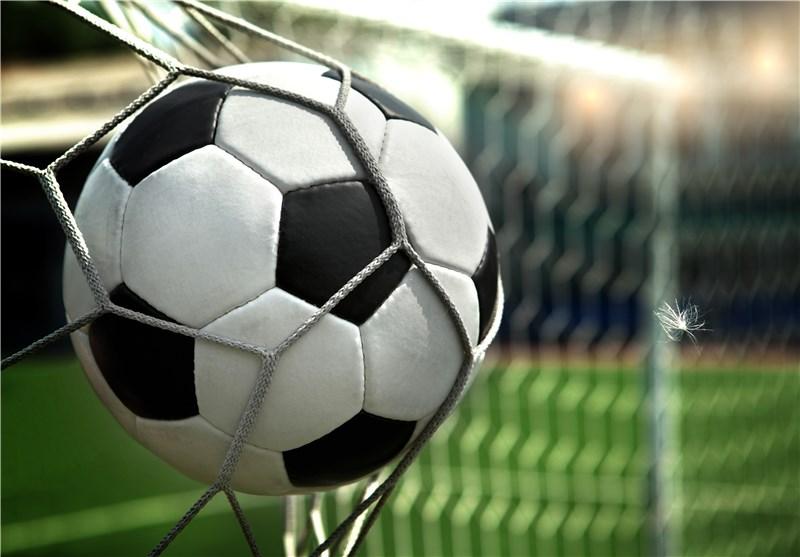 توپ و تور فوتبالی