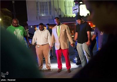 الأمریکیون السود یقیمون مراسم تخلیدا لذکری ضحایا الاعتداء على الکنیسة