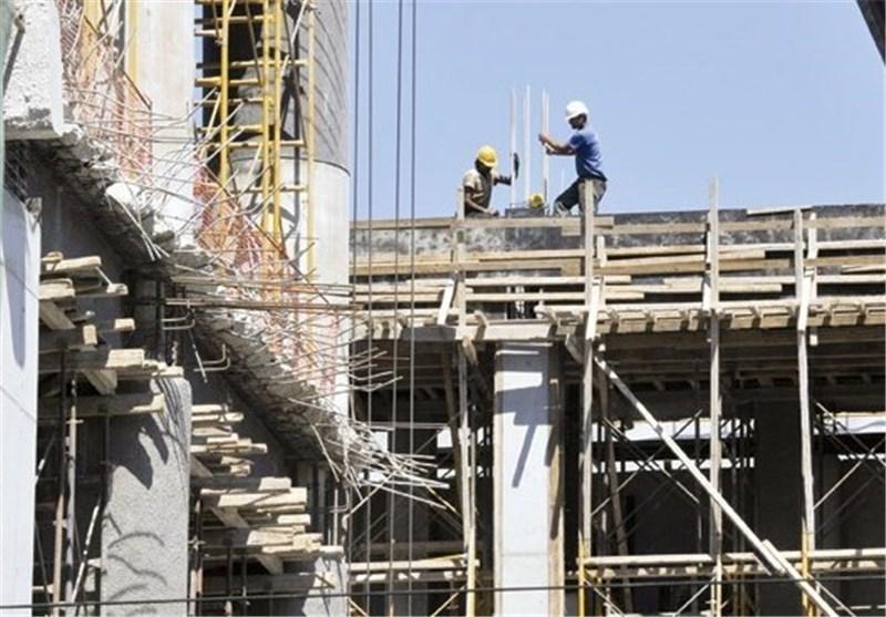 فعالیت 15 هزار کارگر فصلی در استان قزوین؛ تلاشگرانی که از پوشش بیمهای و سختی کار محروم ماندهاند