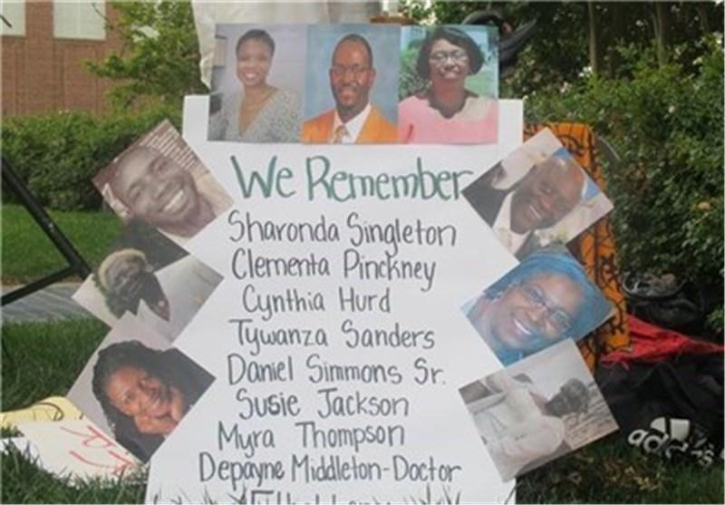 الأمریکیون السود یقیمون مراسم فی کنیسة بولایة کارولینا تخلیدا لذکری الضحایا السود