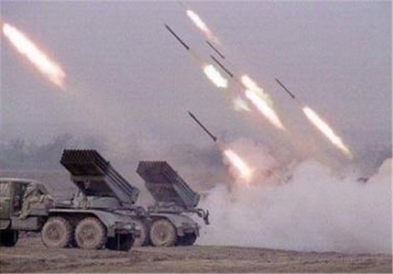 الجیش الیمنی یقصف مواقع عسکریة فی جیزان ونجران وعسیر والسعودیة تقتل العشرات من مرتزقتها