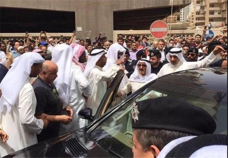 حضور امیر و وزیر کشور کویت در محل انفجار مسجد شیعیان+عکس