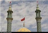 پرچم گنبد امامزاده علی بن امام محمد باقر(ع) مشهد اردهال کاشان تعویض شد
