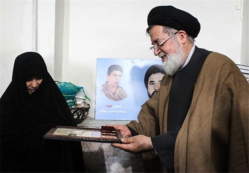 ادای احترام حجتالاسلام شهیدی به شهدا در جمع کاروانهای راهیان نور