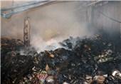 فیلم/مهار آتش سوزی انبار پارچه در خیابان مولوی