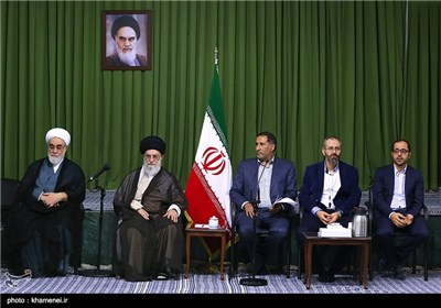 Iranian Poets Meet with Supreme Leader