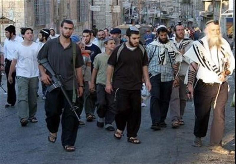 مستوطنون یتظاهرون ضد سماح الاحتلال للمواطنین فی الخلیل بفتح محالهم التجاریة