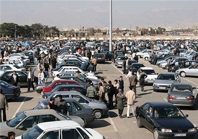 """جنجالهای بخشنامه دادستان کل کشور ادامه دارد؛ فعالان بازار خودرو هم """"برگ سبز"""" را کافی دانستند"""