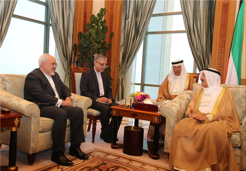 Iranian FM Meets with Kuwaiti Emir in Kuwait City (+Photos)