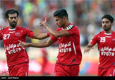 علی علیپور زننده گل نخست تیم فوتبال پرسپولیس در نیمه اول بازی