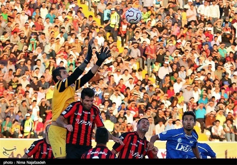 بارش باران در ورزشگاه ثامن مشهد تا حضور اندک تماشاگران