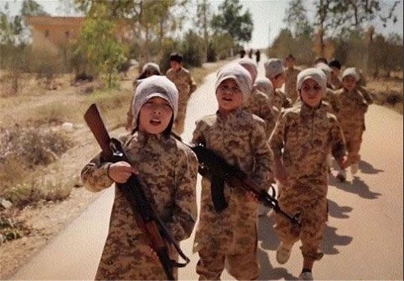 """""""داعش"""" یعلم الاطفال أی شریان أفضل لقتل الرهینة"""