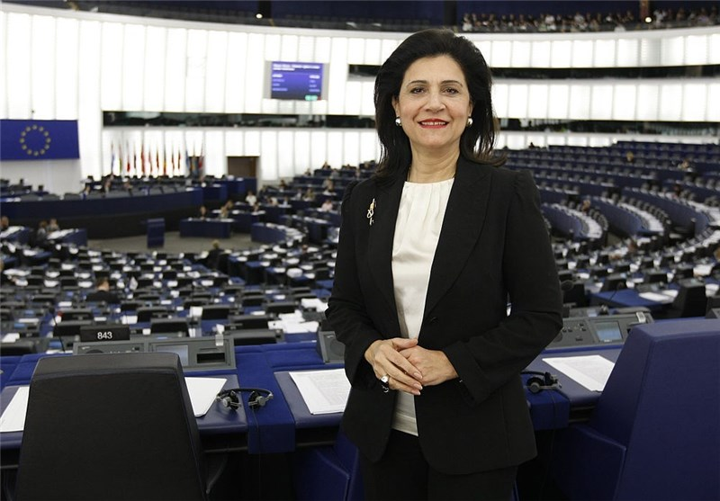 """Greek MEP Warns of """"Catastrophic"""" Effects of Grexit"""