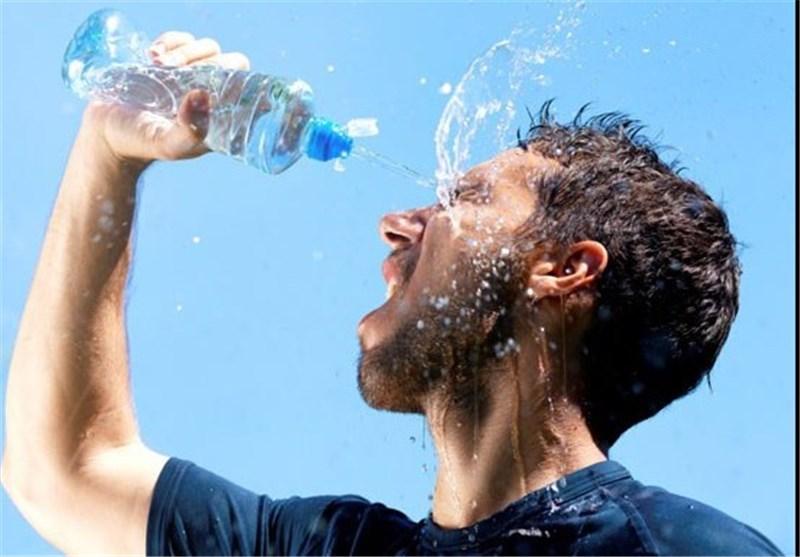 گرما تابستان آب خوردن