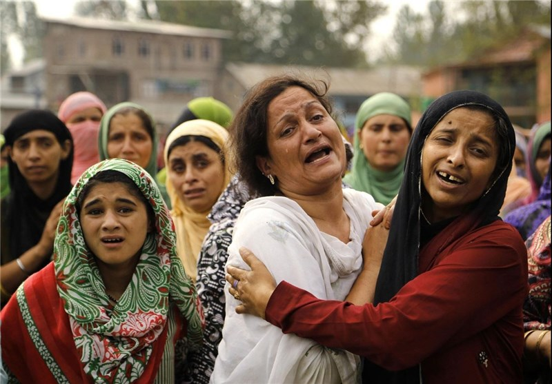Police: Indian Forces Fire at Protesters, Wound 2 in Kashmir
