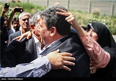 بدرقه مهدی هاشمی رفسنجانی به زندان اوین توسط خواهرش فاطمه و برادرش محسن