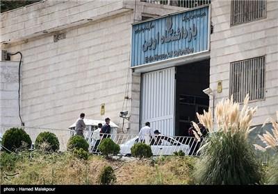 خودروی حامل مهدی هاشمی رفسنجانی هنگام ورود به زندان اوین