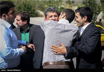 بدرقه مهدی هاشمی رفسنجانی به زندان اوین توسط فرزندانش
