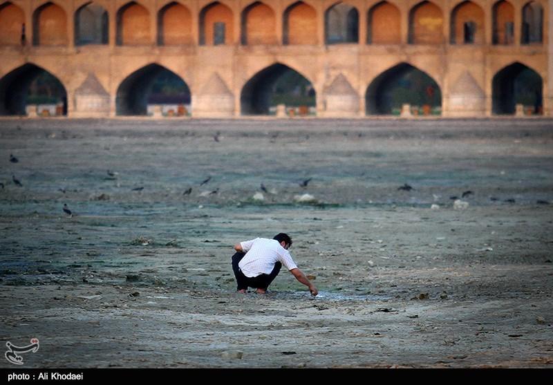 اصفهان| تابستانِ زایندهرود چگونه میگذرد؛ آبیاری باغات یا جریان مستمر رودخانه؟