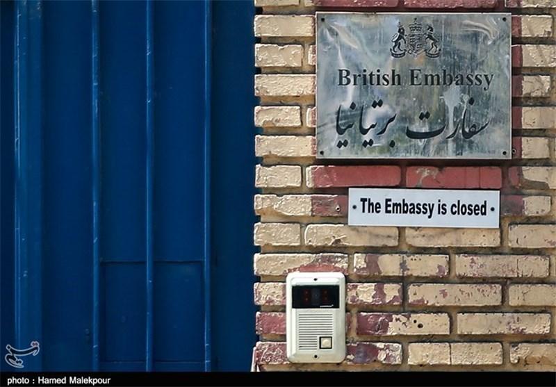 انتقاد مجری تلویزیون از حضور مسئولین در افطاری سفارت انگلیس + فیلم