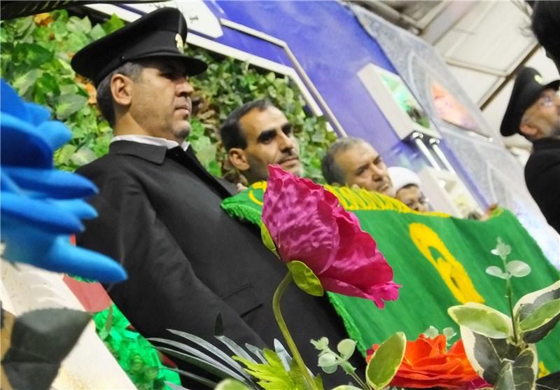 نیروهای نظامی و انتظامی کرمانشاه از خدام و پرچم متبرک آستان قدس رضوی استقبال کردند