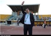 تشویق علی دایی توسط هواداران صبا و دسته گل حامد لک