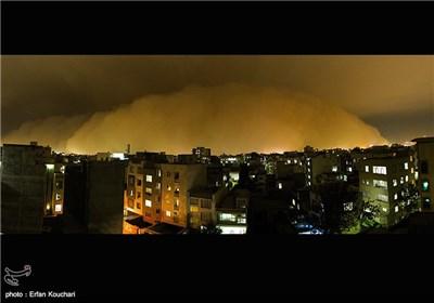 عاصفة رملیة تضرب العاصمة طهران