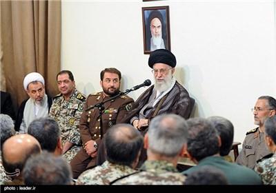 الامام الخامنئی یستقبل قادة الدفاع الجوی