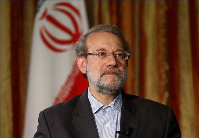 لاریجانی به دیدار خانواده شهدای حادثه تروریستی مجلس رفت
