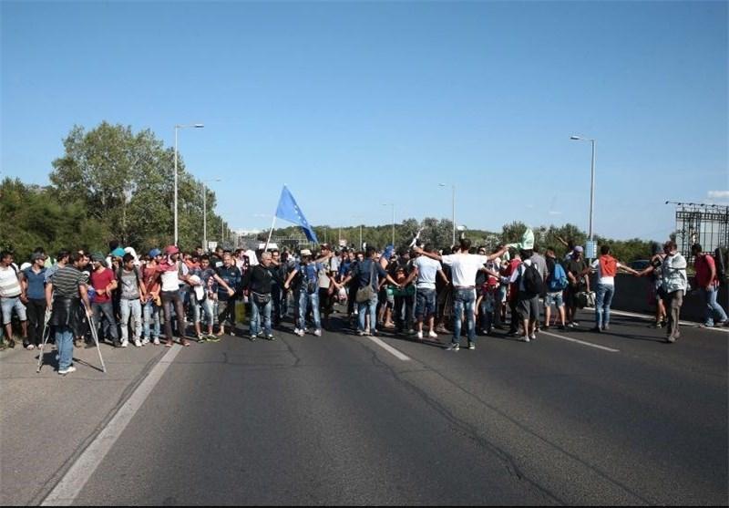 وصول مجموعات کبیرة من المهاجرین الى النمسا قادمین من المجر