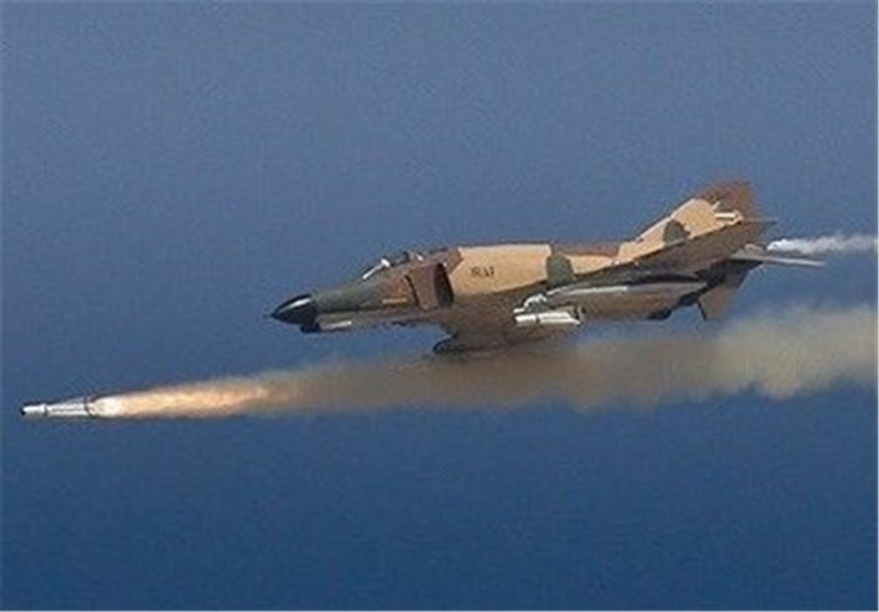 Iranian Fighter Jets Hit Mock Enemy Positions by Homegrown Smart Bombs