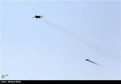 Photos: IRIAF Holds Massive Aerial Drills in Central Iran