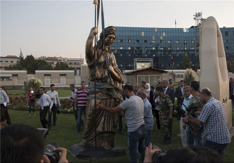 """وصول تمثال زنوبیا """"ملکة تدمر"""" إلى ساحة الأمویین وسط العاصمة دمشق+ صور"""