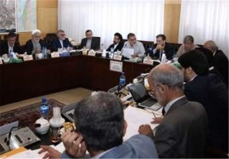 اللجنة البرلمانیة الخاصة بدراسة خطه العمل المشترک تجتمع بحضور شمخانی وصالحی