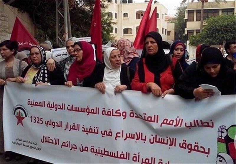 تظاهرة نسائیة بغزة تطالب بالحمایة من جرائم الاحتلال
