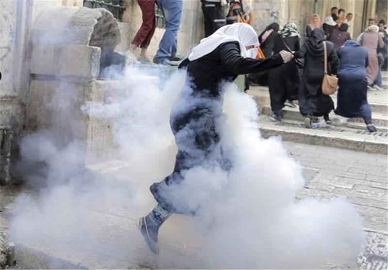 مسجد الاقصی یتحول الی ساحة حرب بعد هجوم جیش الاحتلال الصهیونی + فیدیو
