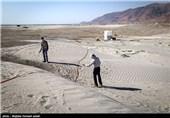 عملیات تثیبت بیولوژیک و مالچ پاشی دریاچه ارومیه - آذربایجان غربی