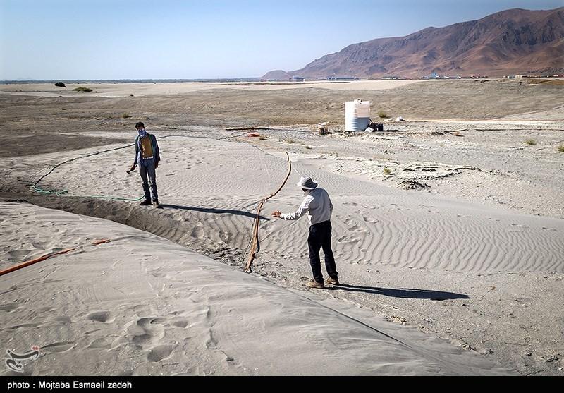 300 هکتار از تپههای شنی مرز چذابه مالچپاشی میشوند