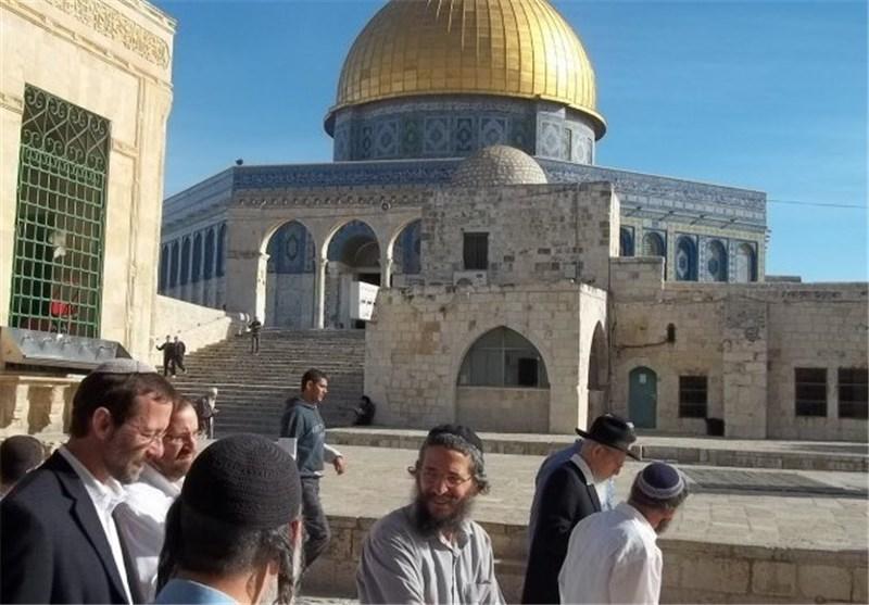 المستوطنون الصهاینة یجددون اقتحامهم للأقصى