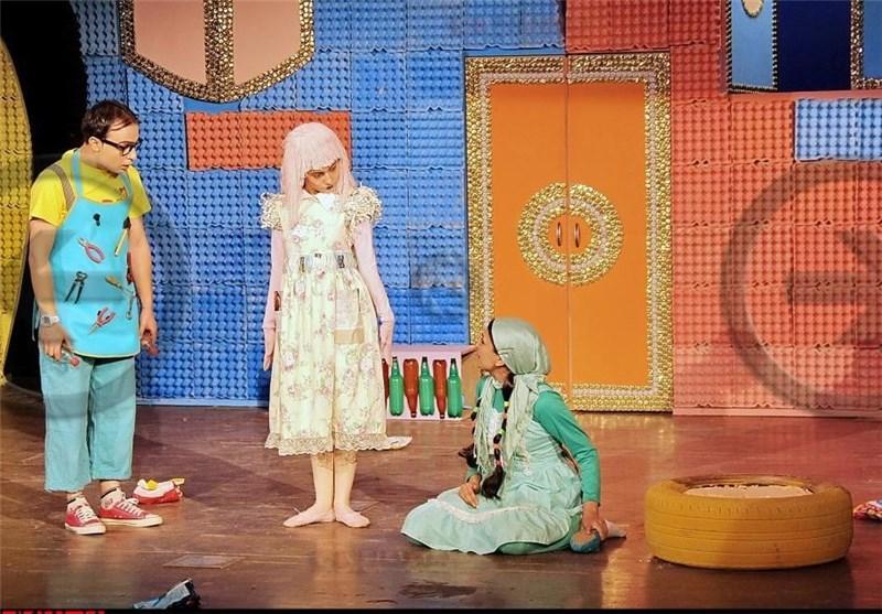 نمایش چرکولک با پیام حفظ محیط زیست توجه کودکان و نوجوانان را به سمت خود کشاند