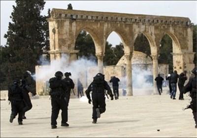 المستوطنون الصهاینة یجددون اقتحامهم للمسجد الأقصى ویستهدفون النساء المقدسیات مجدداً
