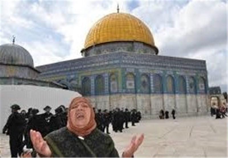 مستوطنون صهاینة یدنسون باحات المسجد الاقصى
