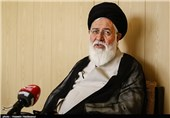 امام جمعه مشهد: آدم باتقوا گوشش بدهکار دشمنان نیست؛ دشمن در طرح مشکلات معیشتی به دنبال فتنه است