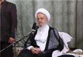 آیتالله مکارم شیرازی: همگان به آبروی روحانیت و نظام کمک کنند